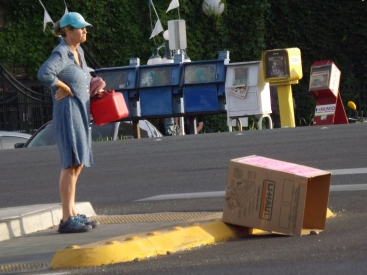 A Lady and a box _ Royal Hopper