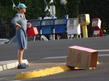 A Lady and a box _ Royal Hopper