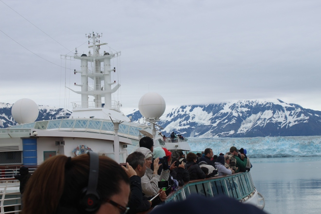 good shot people watching iceberg.JPG